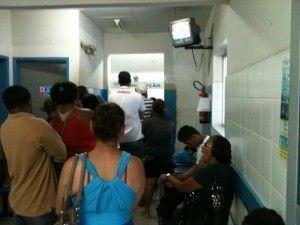 Pacientes reclamam da demora no atendimento