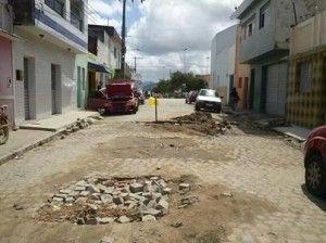 Mau cheiro e buracos incomodam moradores do São Pedro