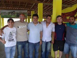 Mendonça Filho é recebido com festa por moradores do Muquem