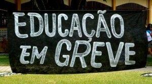 Professores de Belo Jardim cruzam os braços nesta terça