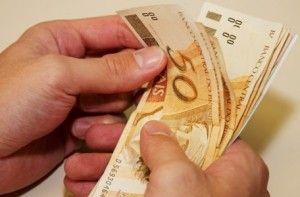 Salário mínimo agora é de R$724