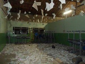 Forro de gesso de escola de Belo Jardim despenca