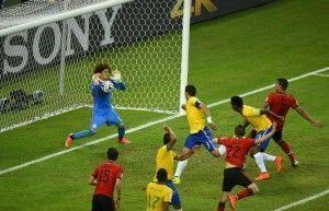 Brasil para no goleiro Ochoa e fica no 0x0 com o México