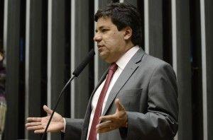 Mendonça Filho, líder do DEM, diz que o PT não vai se livrar do lamaçal no qual se meteu
