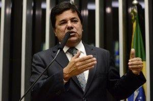 Dados do governo confirmam atraso em pagamentos do Bolsa Família, abono salarial e seguro-desemprego, afirma líder Mendonça Filho