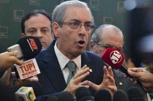 Cunha diz que vai analisar pedidos de impeachment