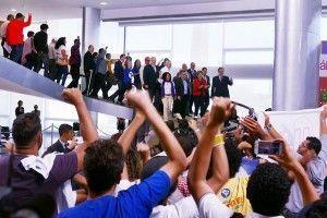 """No Planalto, presidente da CUT promete defender Dilma """"de arma na mão"""""""