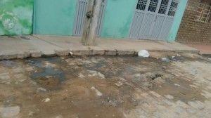 Esgoto estourado trás risco de doença aos moradores do São Pedro
