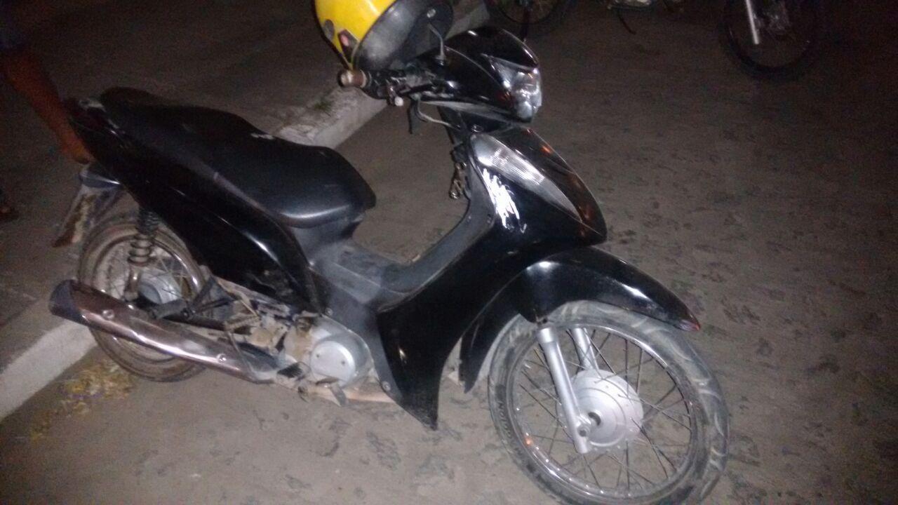 Adolescentes são detidos com moto e celulares roubados