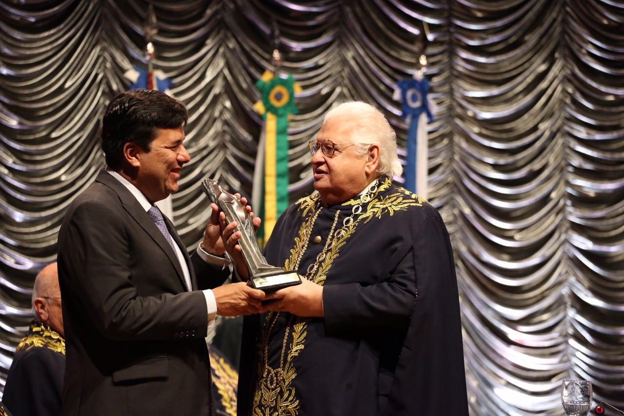 Ministro Mendonça Filho é premiado educador do ano 2016 pela Academia Brasileira de Educação