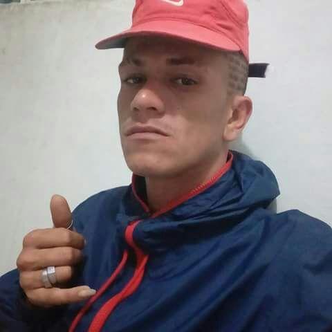 O jovem foi executado com 19 tiros. (Foto: Reprodução/Facebook).