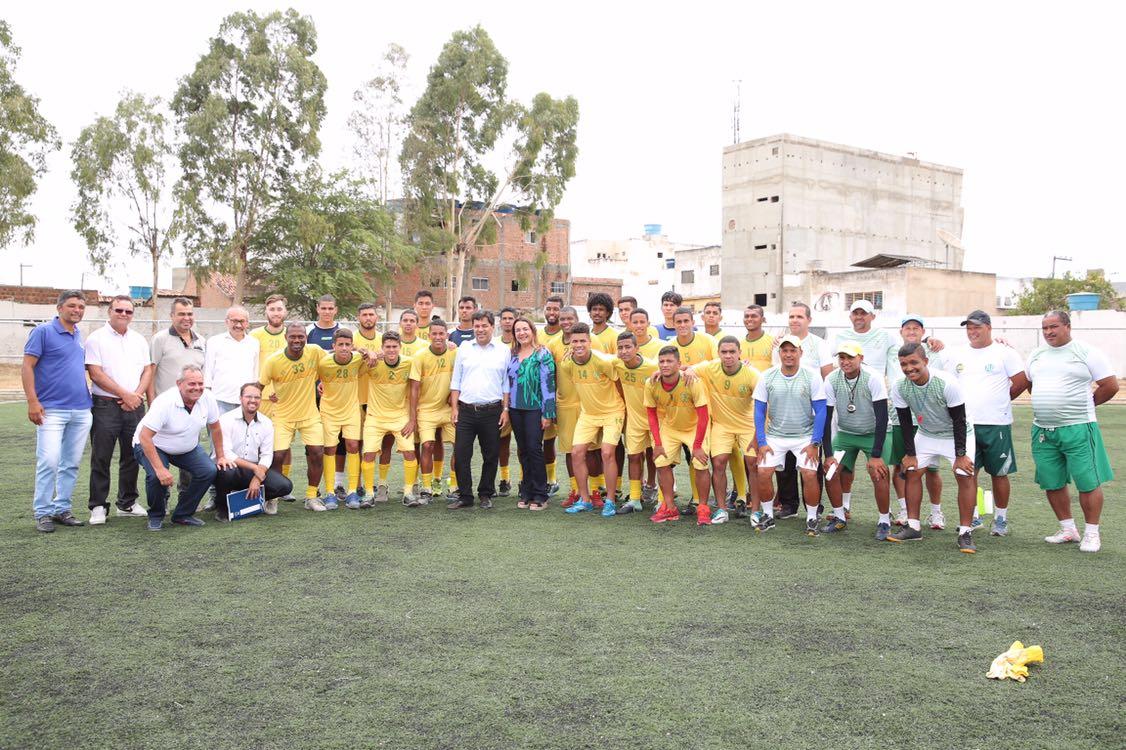 Mendonça Filho visita treino do Belo Jardim e acompanha atividades