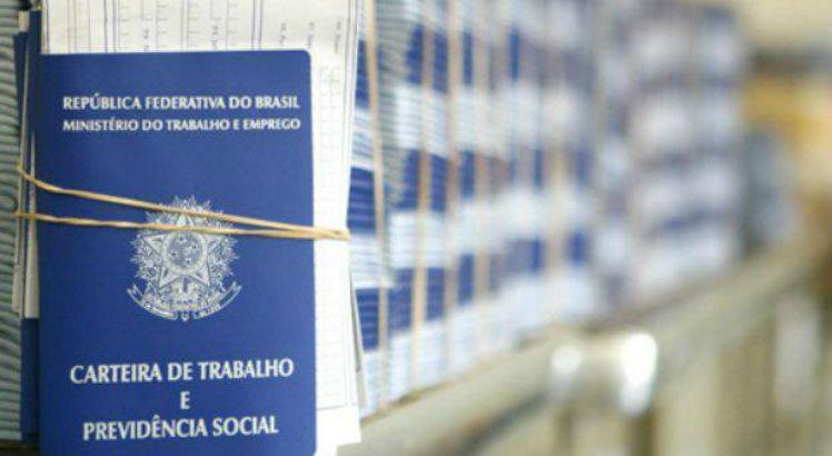 O mercado de trabalho ganhou 21 mil vagas com carteira assinada, no quarto semestre.  (Foto: JC Imagem).