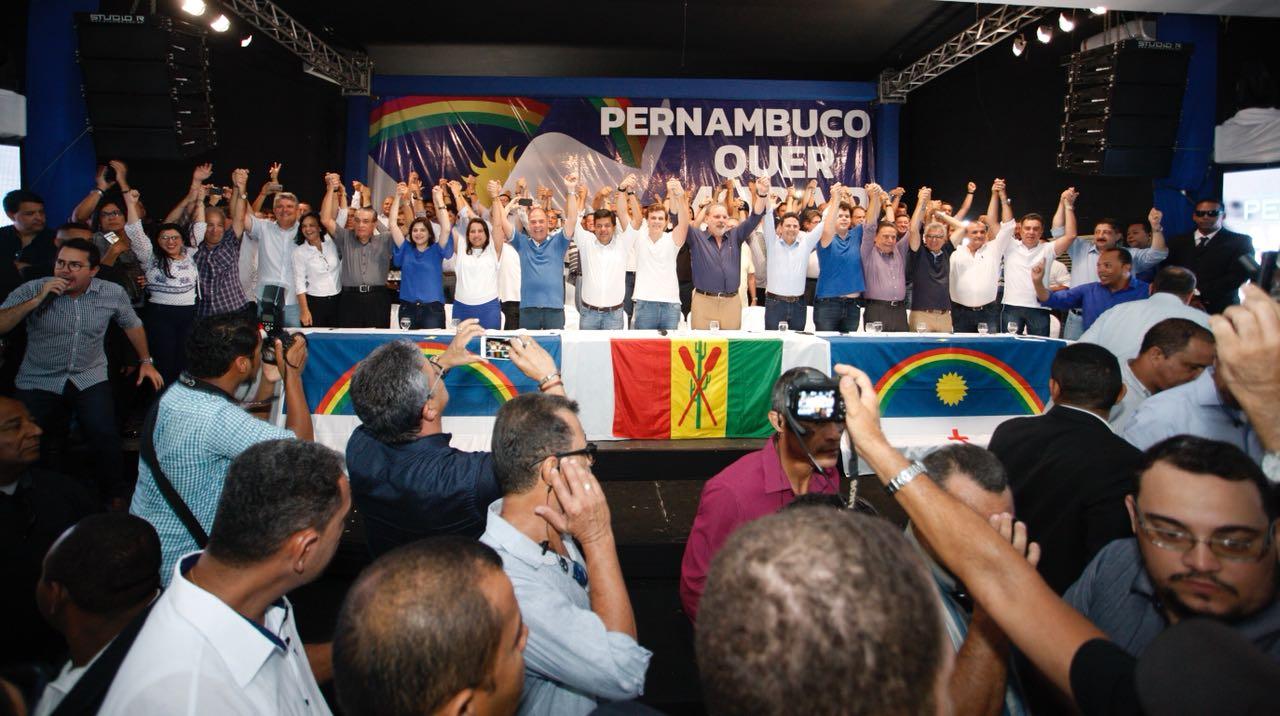 """Em Petrolina, """"Pernambuco Quer Mudar"""" leva quase quatro mil pessoas e consolida força da oposição no Estado"""