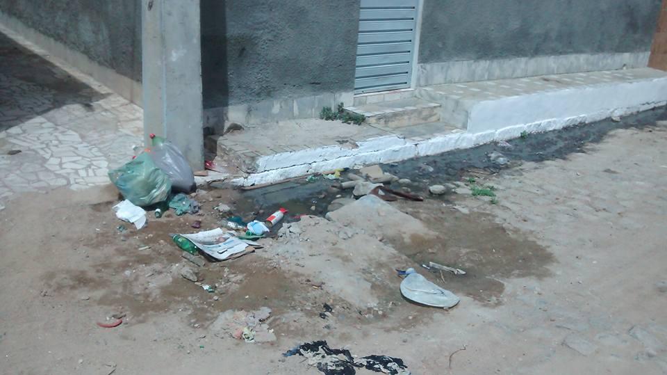 Morador denuncia esgotos a céu aberto no bairro da Ponte Nova