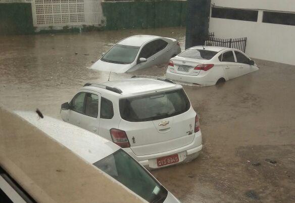 Chuvas deixam ruas alagadas em Bezerros, no Agreste de PE