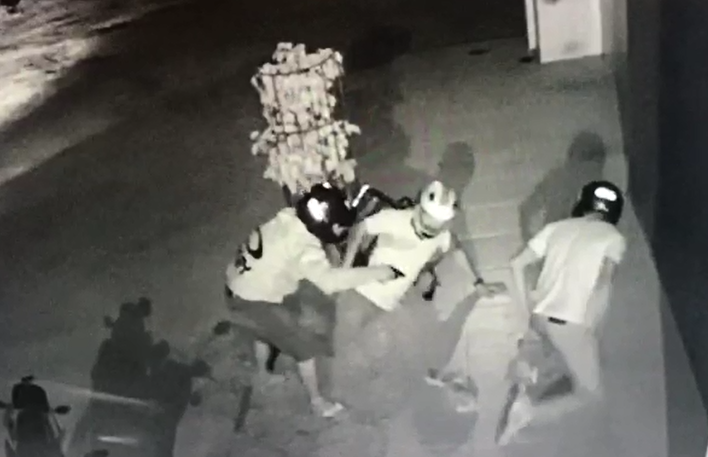 Câmeras de segurança registram assalto a moto em Belo Jardim