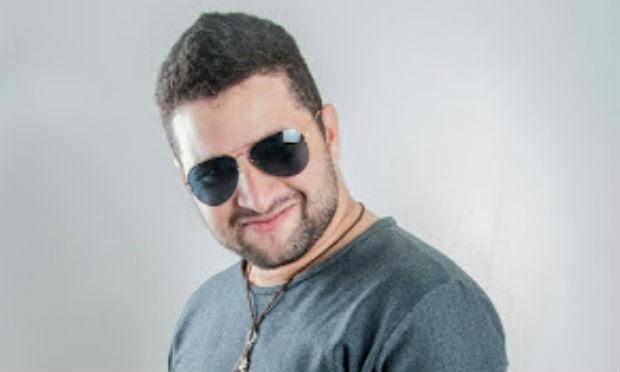 Cantor de banda de forró morre em acidente no Agreste de PE