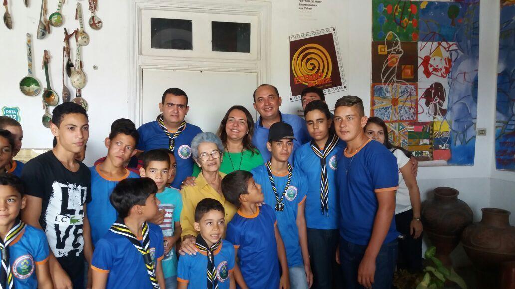 Vereador entrega ambulância e anuncia escola de música em Serra do Vento