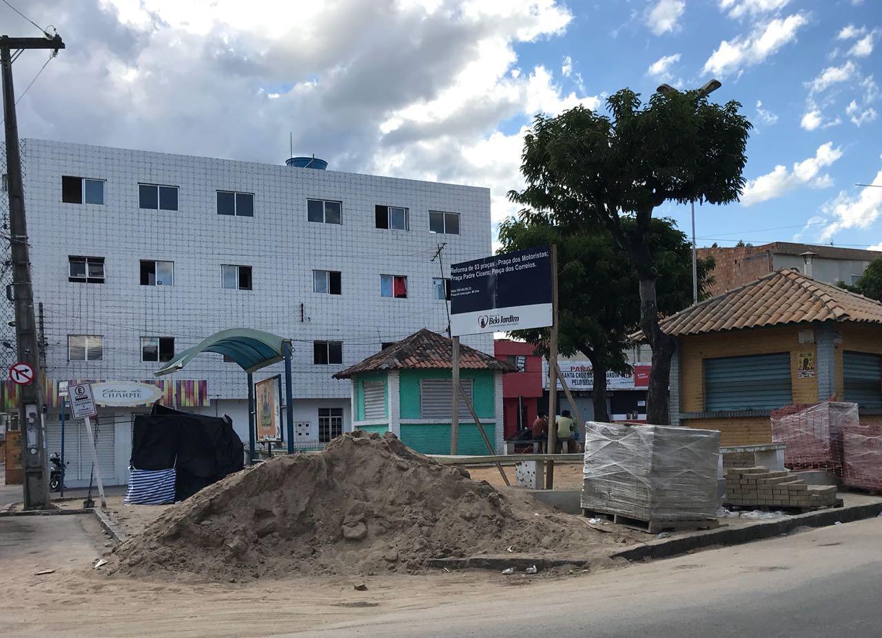 Em meio à divulgação de áudios, prefeitura paralisa obras de reforma de praças em BJ