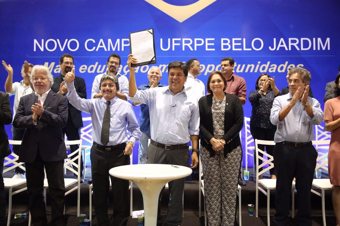 Ministro Mendonça Filho lança UFRPE em BJ e prefeito Hélio falta em evento