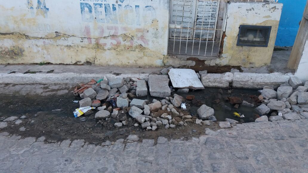 Esgoto estourado em BJ não teria sido consertado por briga política na Gestão Hélio