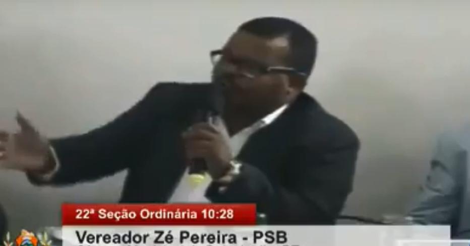 Vereador fez fortes críticas as secretarias de Saúde e Obras. Foto: Reprodução / Agreste TV