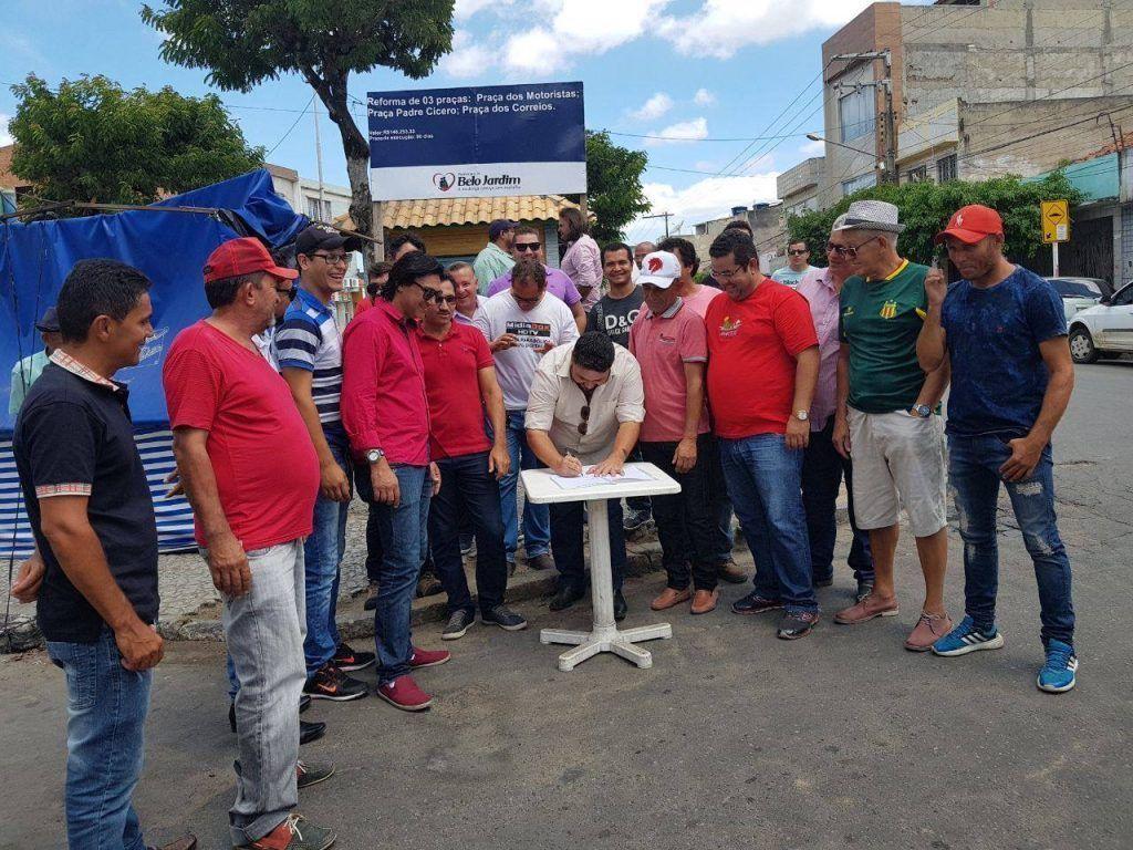 Esgotado prazo e reformas de praças em BJ anunciadas por Hélio não estão concluídas