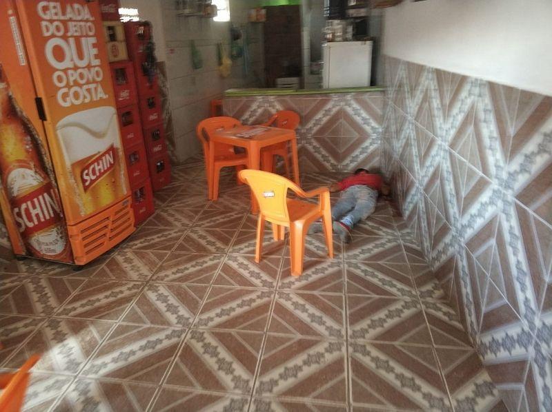 Ex-presidiário assassinado a tiros dentro de bar em Lajedo. Foto: Agreste Violento
