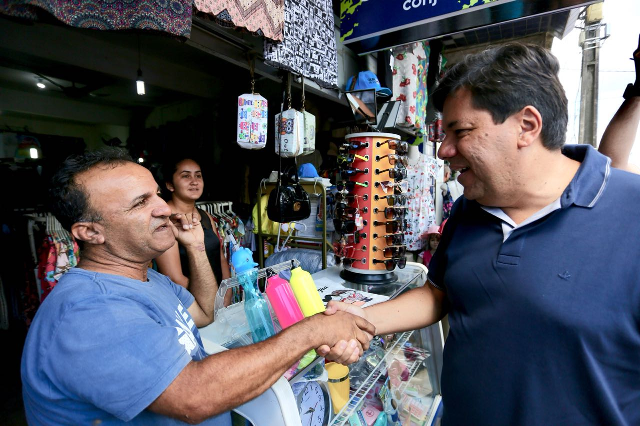 Mendonça Filho faz caminhadas em Catende e Palmares e recebe apoio da população