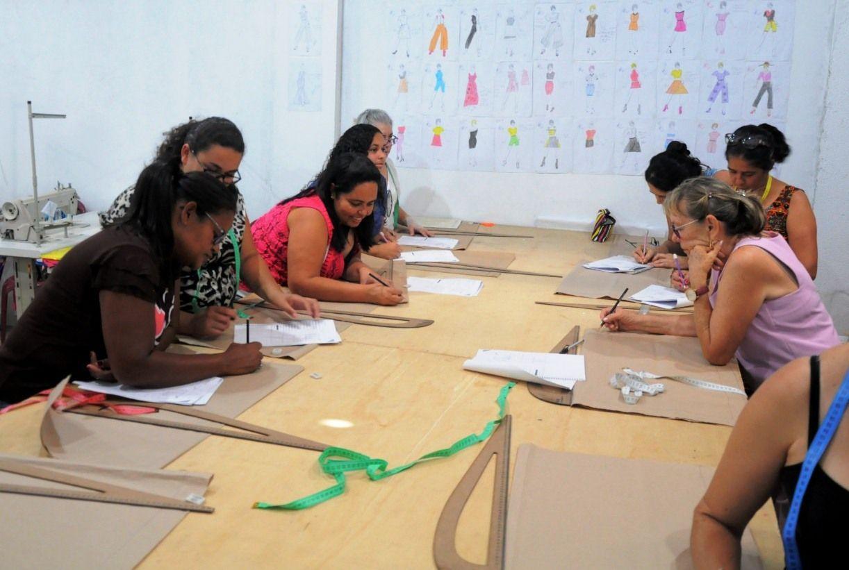 Curso de Corte e Costura ofertado pela Prefeitura de Sanharó gera trabalho e renda