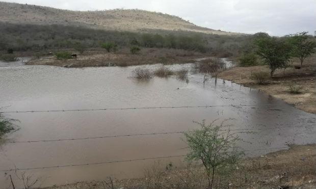 Chuva forte enche barreiros e alegra população de Pesqueira