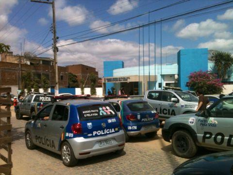 Homem é preso após agredir padrasto com facão e pauladas em Belo Jardim