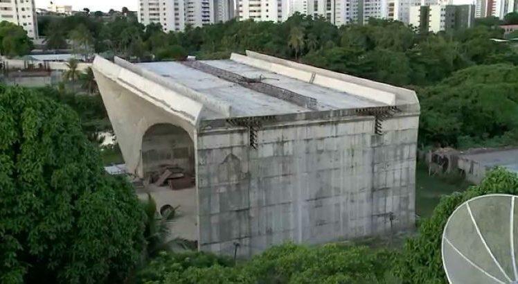 Ponte do Monteiro é uma das obras paralisadas. Edmar Melo/Acervo JC Imagem