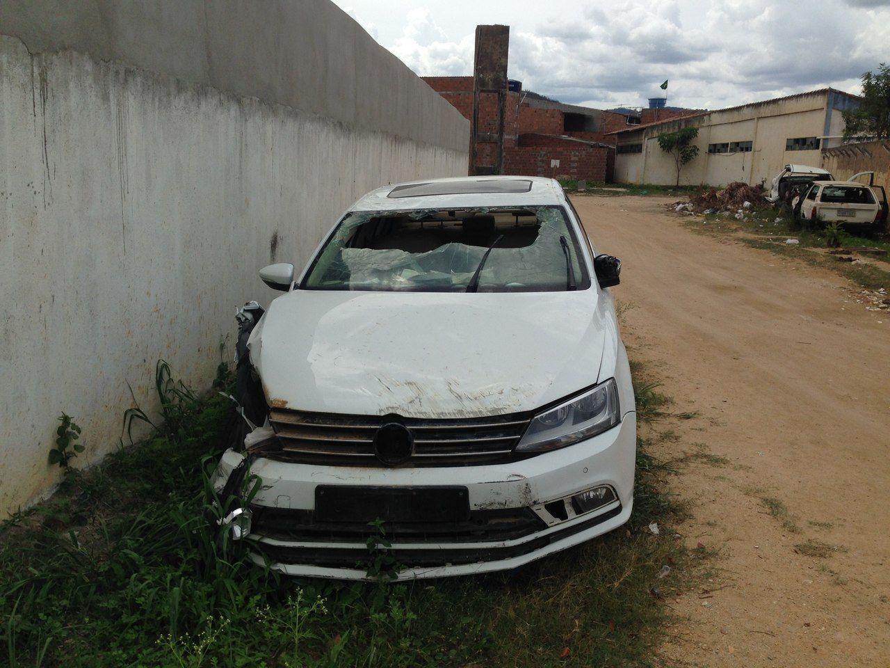 Vítima foi atacada e arrastada para um veículo abandonado que está sob custódia do Estado e fica ao lado da delegacia Foto: Cortesia