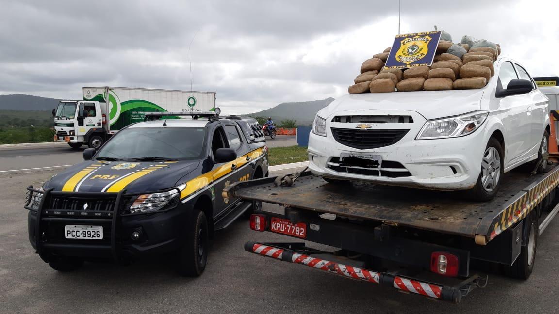 Polícia Rodoviária Federal apreende 50 quilos de maconha na BR-232 em São Caitano