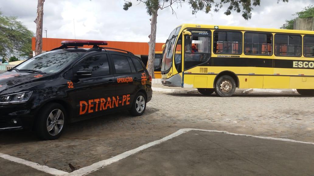 Detran faz fiscalização surpresa nos transportes escolares de Belo Jardim