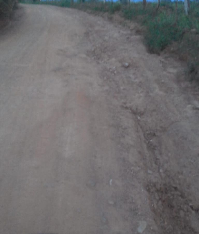 Moradores denunciam péssimas condições da estrada que dá acesso aos Sítios Batinga e Rodrigues
