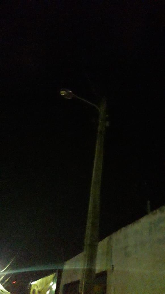 Moradora da Vila Sabiá denuncia escuridão no local