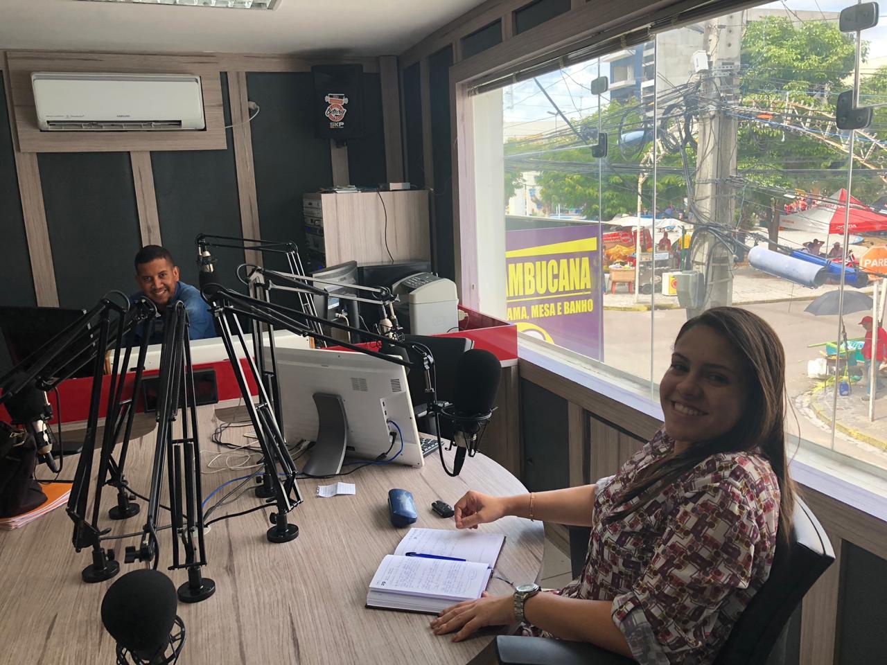Aracelly Pimentel defende direitos dos animais em entrevista na Bitury
