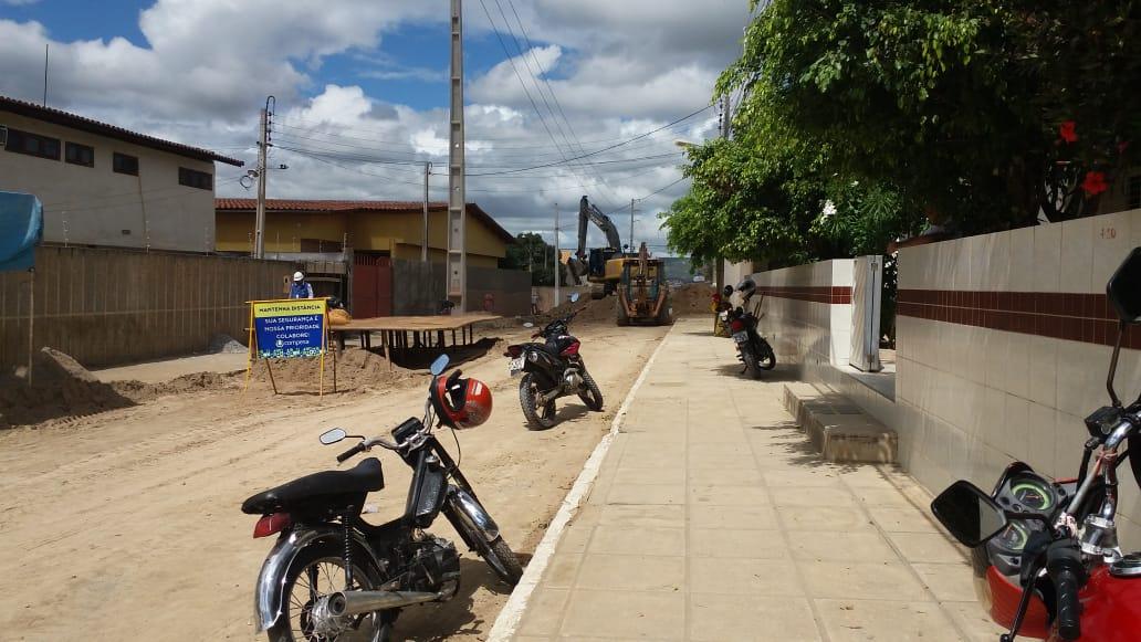 Doutor Maneco denuncia falta de planejamento em obras da Compesa