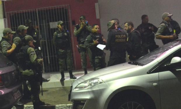 Operação da PF busca grupo especializado em tráfico de drogas em Caruaru e São Caetano