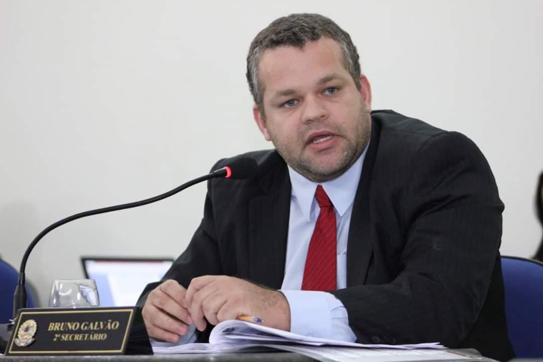 Bruno Galvão rebate acusações sobre suposto funcionário fantasma em seu gabinete