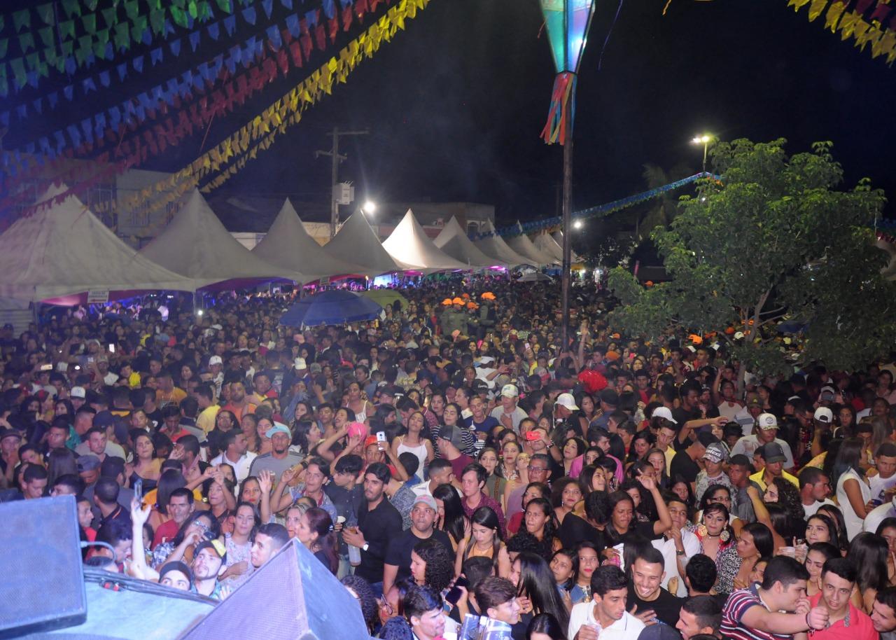 Primeiro final de semana de São João arrasta multidão para Sanharó