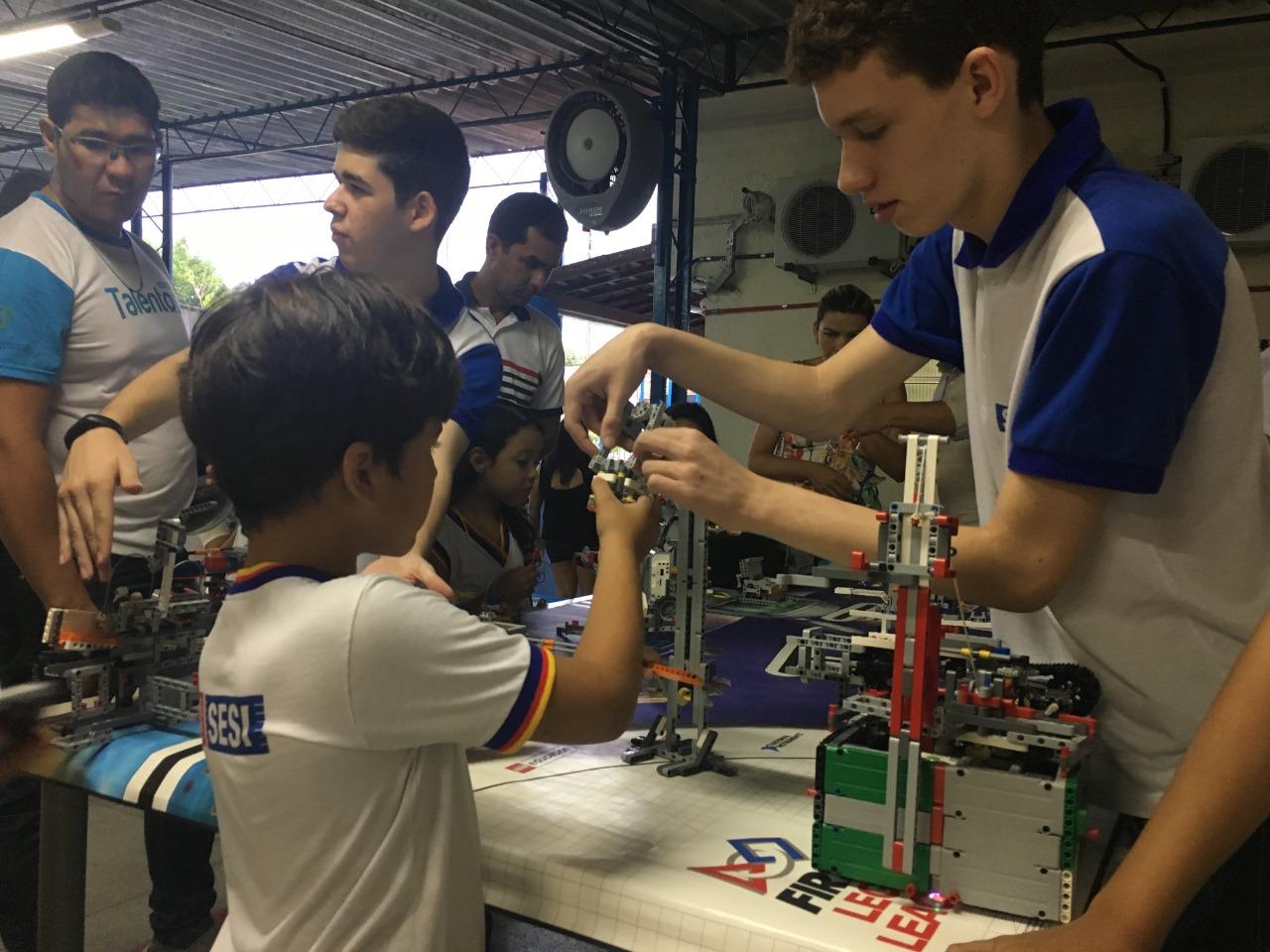 Escola Sesi conta com aula de robótica para estudantes do ensino fundamental