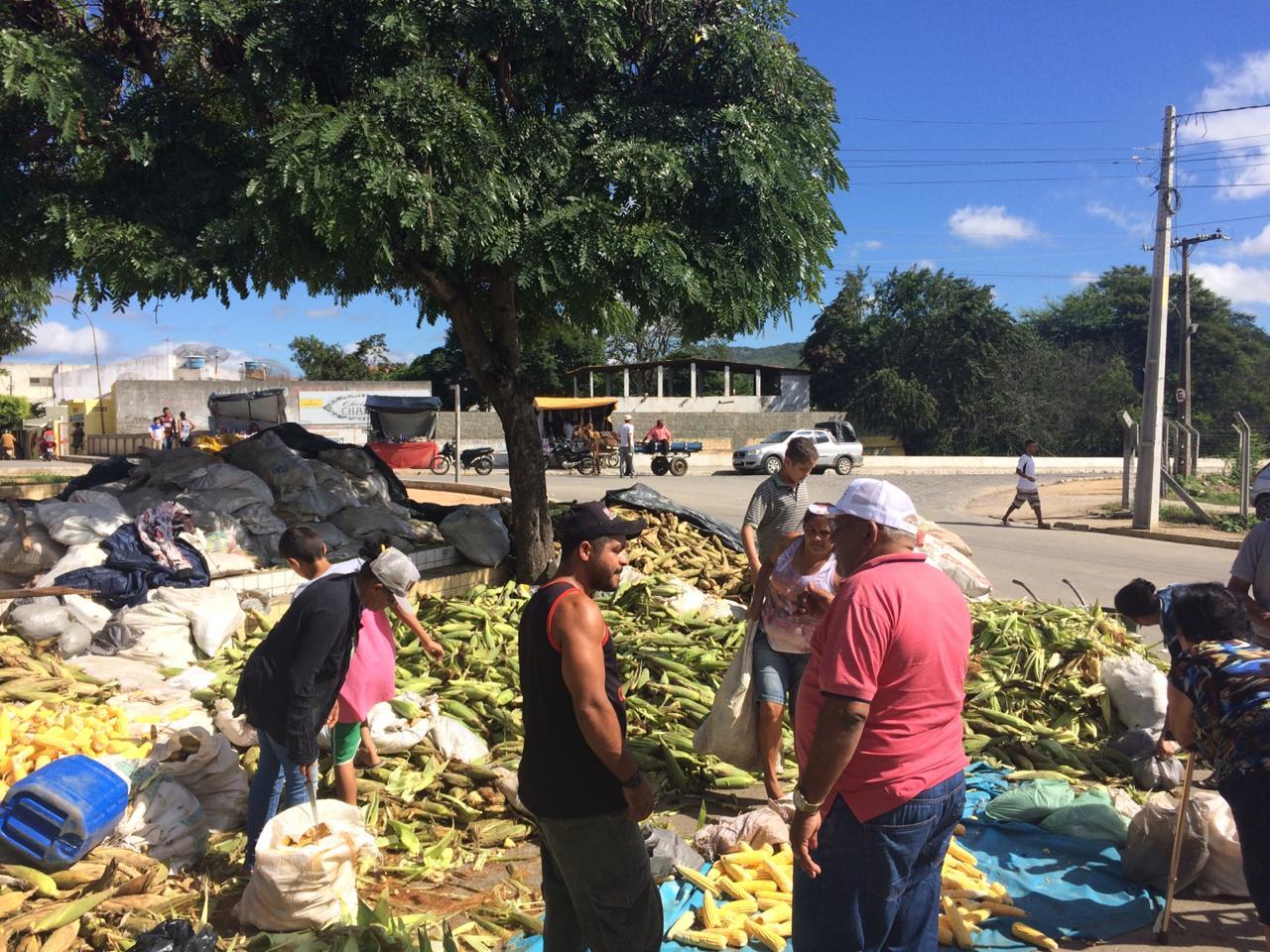 Comerciantes esperam aumentar vendas de milho e fogos no fim de semana do São João