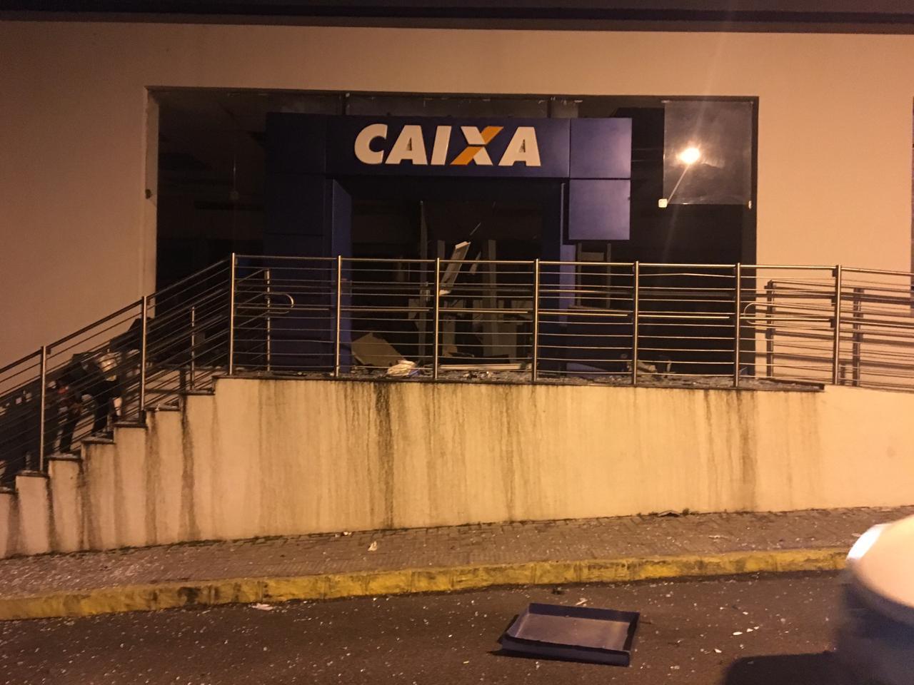 Quadrilha explode caixas eletrônicos da Caixa Econômica Federal em Belo Jardim