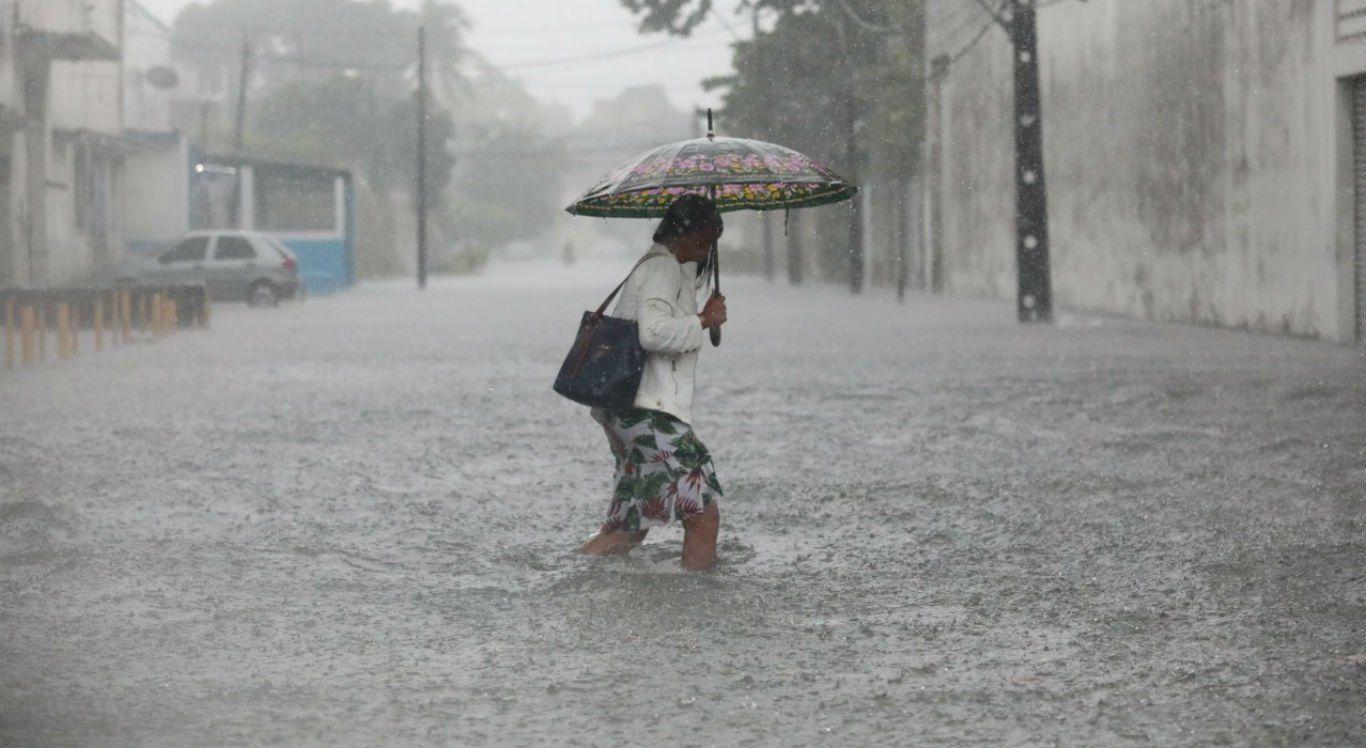 APAC alerta para chuvas fortes no Agreste e Zona da Mata nesta segunda