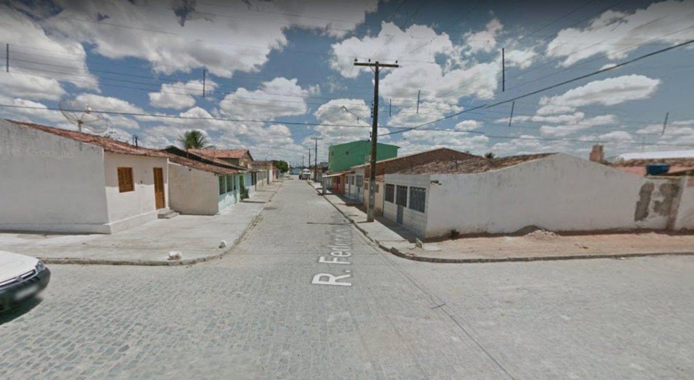 Mulher é detida após deixar filha sem tomar banho por uma semana em São Bento do Una