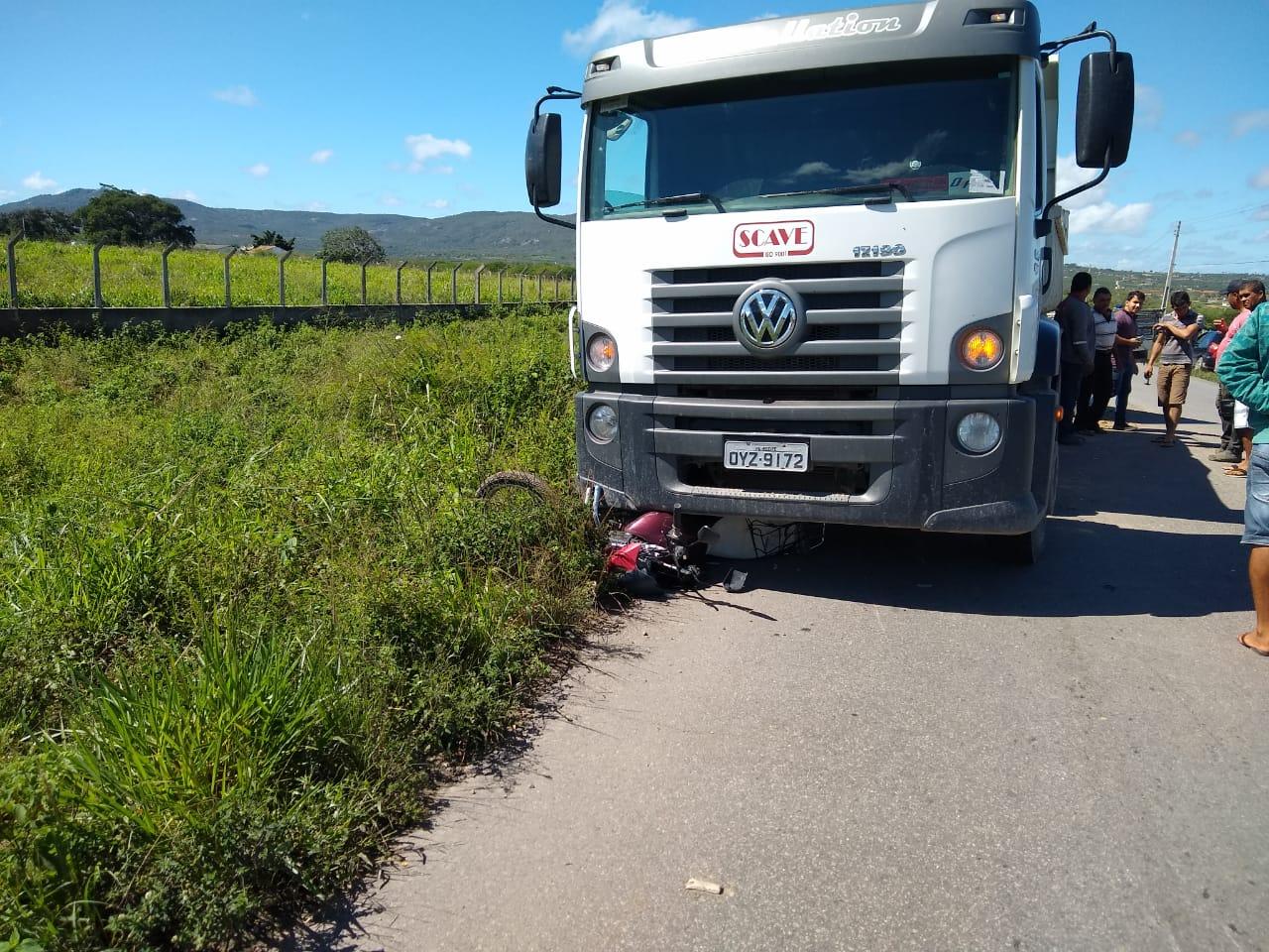 Acidente envolvendo três veículos deixa motociclista ferido na PE-180, em São Bento do Una